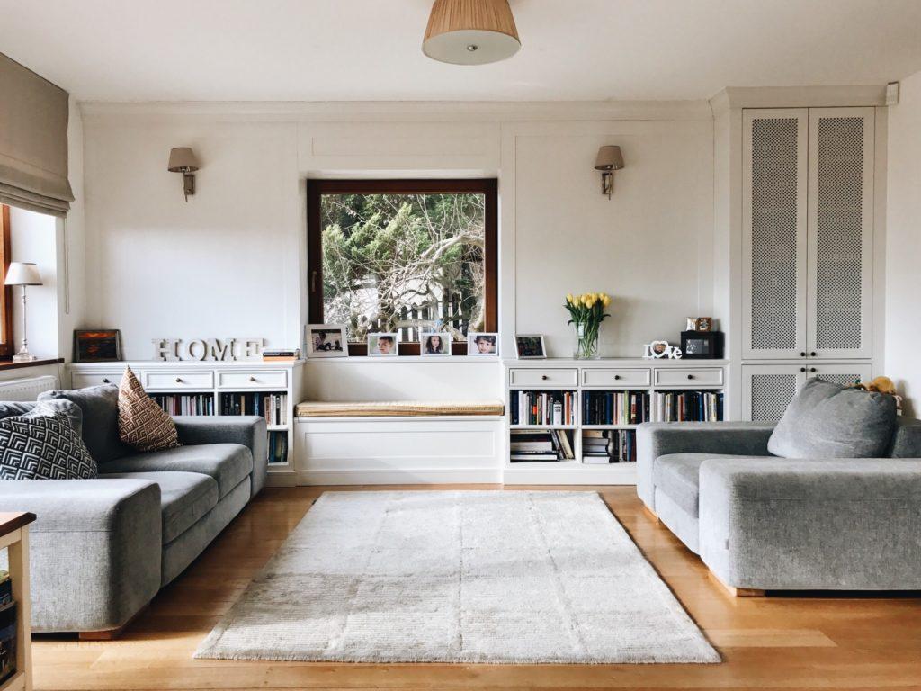 limpieza alfombra salón con alfombra