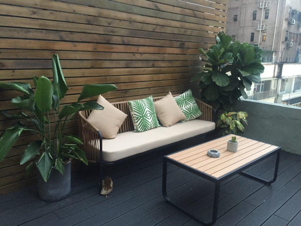 Cómo limpiar el suelo de la terraza - terraza chillout sofá